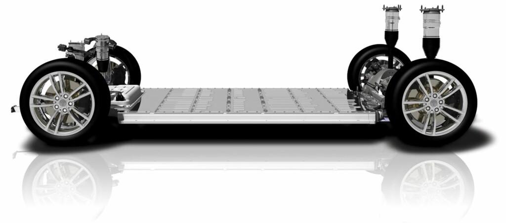 LAVT TYNGDEPUNKT: De fleste pakker batteriene i gulvet på bilene. Dette gir ypperligere muligheter for resten av bilen.  Foto: TESLA