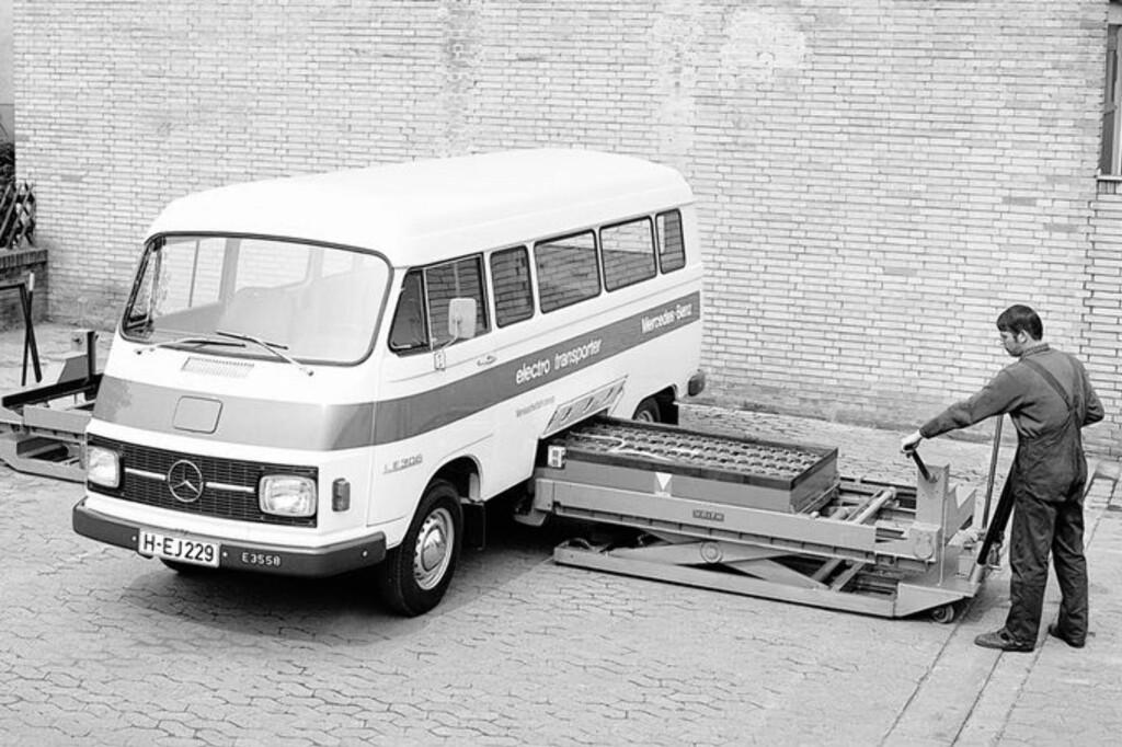 <b>IKKE NOE NYTT:</b> Elbiler har eksistert i lange tider. Til og med batteribytte har vært å finne fra gammelt av.  Foto: Mercedes-Benz