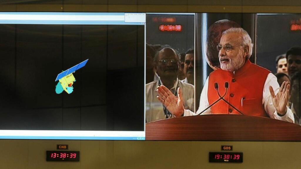 SUKSESS: Indias statsminister Narendra Modi taler til vitenskapsmenn etter at ladets Mars-romskip har gått inn i bane rundt «den røde planet».Foto: Manjunath KIRAN / AFP / NTB Scanpix