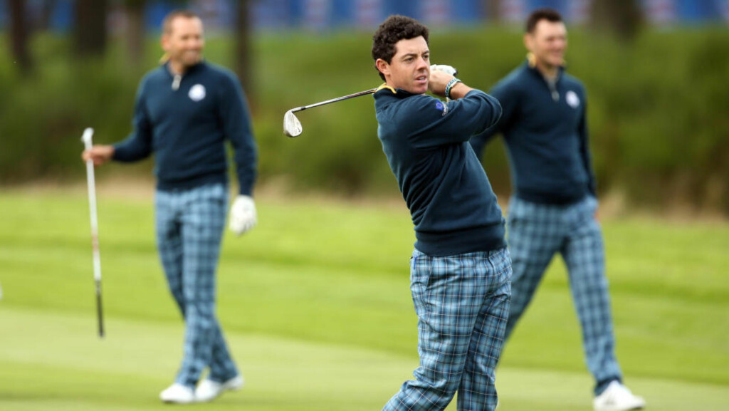 Europe s Rory McIlroy plays a shot on the 15th fairway as Sergio Garcia, left, and Martin Kaymer look along the fairway during a practice round ahead of the Ryder Cup golf tournament at Gleneagles, Scotland, Tuesday, Sept. 23, 2014. (AP Photo/Peter Morrison) / TT / kod 436