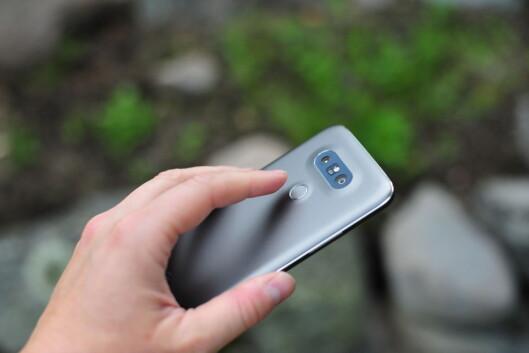 <strong><strong>RASK OG PRESIS:</strong></strong> Vi har lite å utsette på LGs fingeravtrykkssensor, som leser raskt og presist uten at du trenger å trykke inn knappen fysisk. Foto: PÅL JOAKIM OLSEN