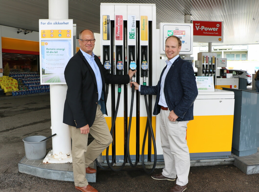 Mika Wiljanen, administrerende direktør i Smart Fuel/St1, og Kåre Gunnar Fløystad, fagsjef i ZERO, ved lanseringen av REx Diesel på Shell Vinderen i Oslo. Foto: ST1