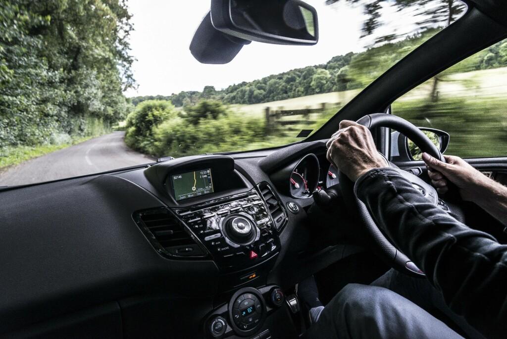 HØYRESTYRT: Interiøret kjenner vi igjen, selv med rattet på feil side. I ST200 er det pimpet ytterligere.  Foto: JAMIESON POTHECARY