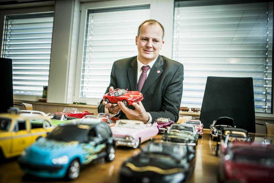 <strong><b>VIL IKKE HA JUKS:</strong></b> Samferdselsminister Ketil Solvik-Olsen (bildet), har ingenting imot biler, men produsentene må holde det de lover. Foto: CHRISTIAN ROTH CHRISTENSEN / DAGBLADET