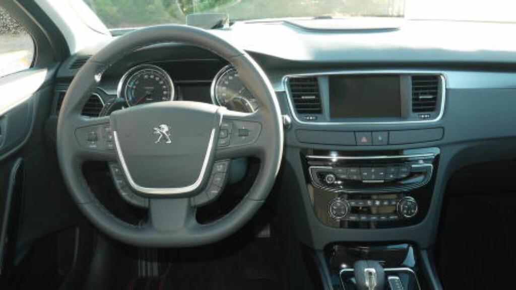 MER RYDDIG: Peugeot har gjort interiøret enklere og mer tydelig. Foto: ARNSTEIN LANDSEM / DINSIDE.NO