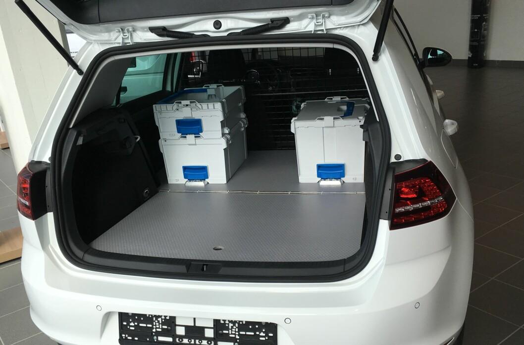 <strong><b>SPESIAL:</strong></b> For 12.000 ekstra får du installert ekstra sikkerhetsvegg og lastegulv.  Foto: Sortimo/Volkswagen