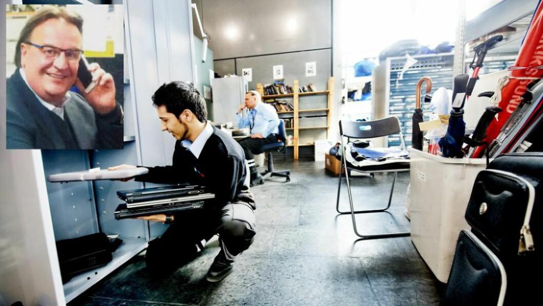 HITTEGODS: PCer og smarttelefoner strømmer inn til hittegodskontoret ved Oslo Lufthavn. Det vil Ole Ray Grødset (t.v.) tjene penger på. Foto: Eivind Yggeseth / Finansavisen og Eurosafe Systems