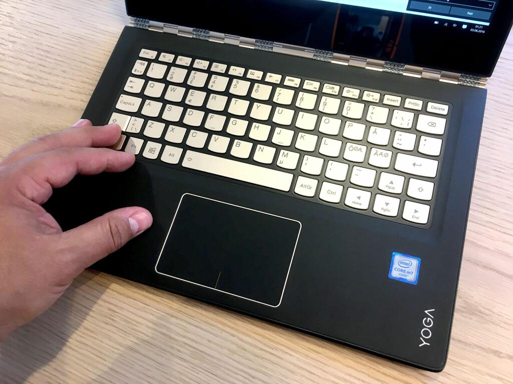 GODT TASTATUR: Med unntak av den smale enter-tasten, er vi svært fornøyd med tastaturet. Foto: BJØRN EIRIK LOFTÅS