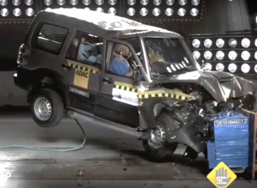 SKREKKELIG: I en situasjon hvor man ville hatt gode sjanser til å gå nærmest uskadet ut av bilen i de fleste europeiske nye biler, ville fører og passasjer sannsynligvis omkommet eller blitt hardt skadet i denne bilen - en Mahindra Scorpio. Foto: GLOBAL NCAP