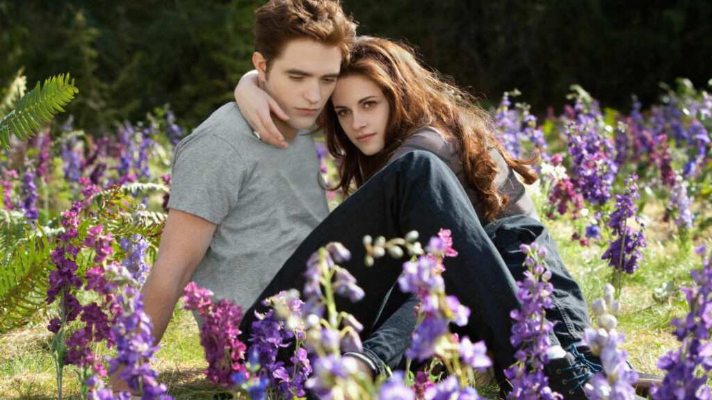 KLARE FOR FACEBOOK:  Karakterene Bella og Edward fra Twilight-filmene vil få nytt liv på Facebook, ifølge filmselskapet Lions Gate. Foto: Summit Entertainment / Filmweb