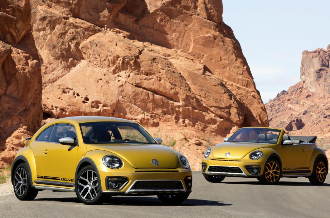 <strong><b>OPEN AND SHUT CASE:</strong></b> Volkswagen Beetle Dune kommer både i lukket (Coupé), og åpen (Cabriolet), versjon og koster henholdsvis fra 293.000 og 338.000 kroner. Foto: VOLKSWAGEN