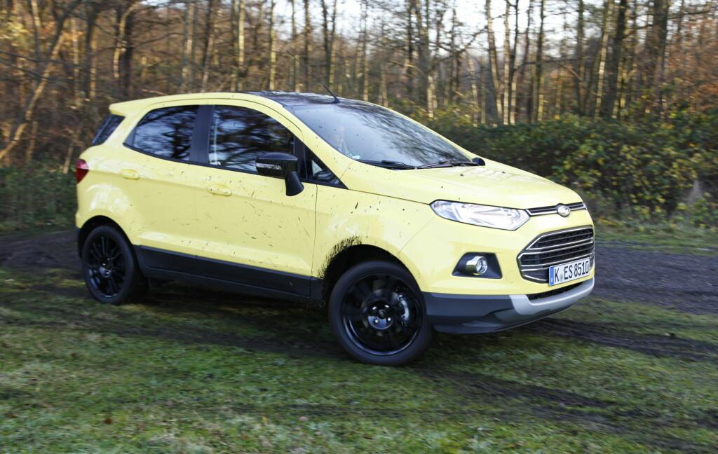 HØY OG SÆR: Det går ikke an å si at Ford EcoSport ligner mye annet som går i trafikken - særlig ikke i den uvanlige gulfargen testbilen vår hadde. Foto: KNUT ARNE MARCUSSEN