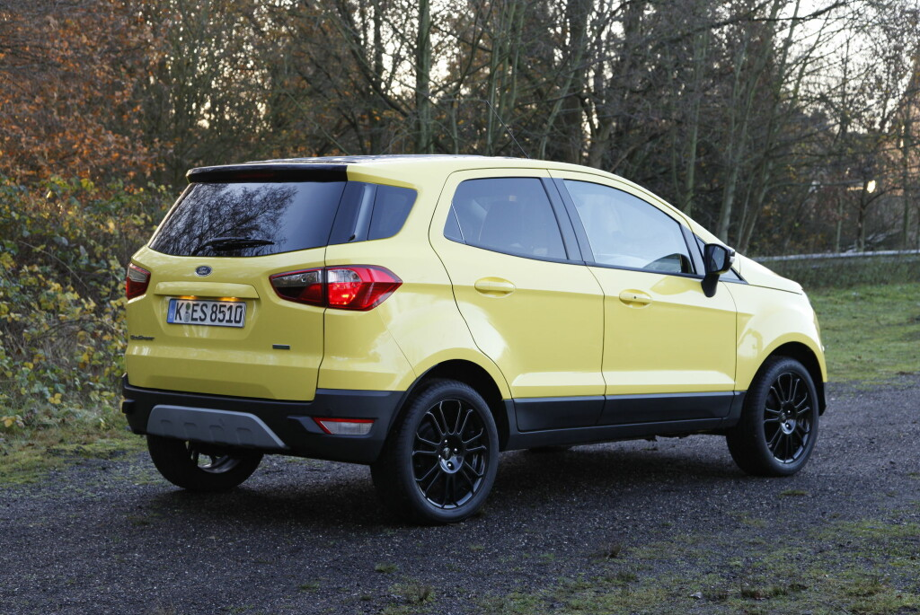 <b>STUTT OG BUTT:</b> EcoSport bærer preg av å være basert på samme plattform som Ford Fiesta. Det er en av de desidert minste SUV-ene i klassen. Foto: KNUT ARNE MARCUSSEN