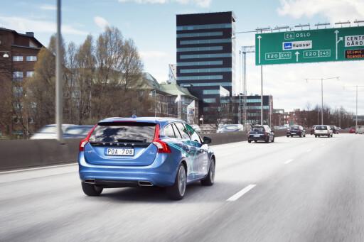PÅ TREDJE ÅRET: I dag kjører Volvos prototyper på autopilot i trafikken i Göteborg. De skal kunne anskaffes av kunder allerede til neste år. Foto: VOLVO