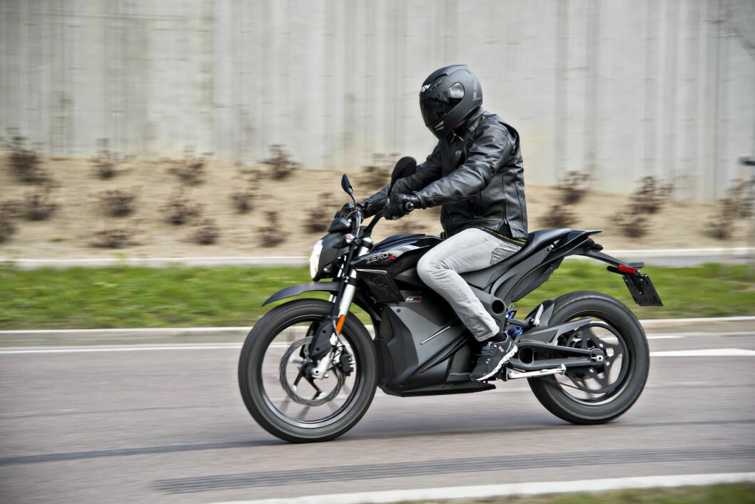 <strong><b>KVIKK:</strong></b>Det eneste du trenger å tenke på er å gasse og bremse. Det er med på å gjøre kjøring enkelt, spesielt i byen. Foto: JAMIESON POTHECARY