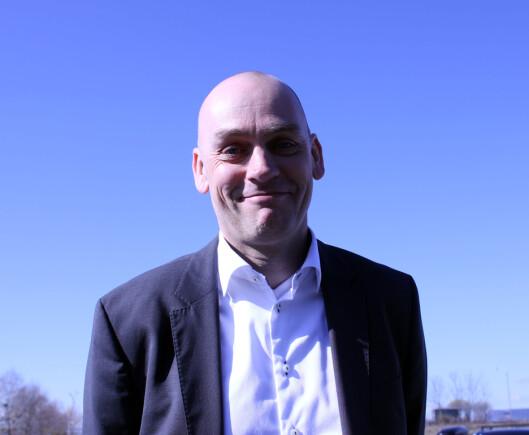 <strong><b>HAR ET VALG:</strong> </B>Mobilsjef Bjørn Ivar Moen i Telenor påpeker at gamle kunder kan velge om de ønsker nye abonnement eller ikke.  Foto: KRISTIN SØRDAL
