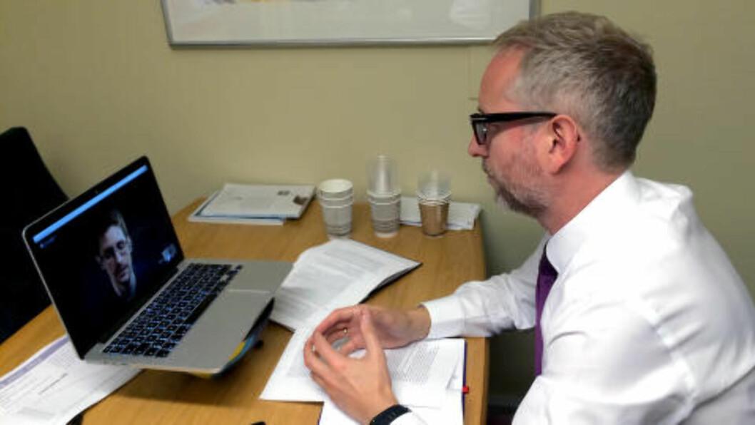 <strong>Videomøte:</strong> SVs Bård Vegar Solhjell pratet med Edward Snowden på videolink fra Russland. Foto: SV/NTB Scanpix