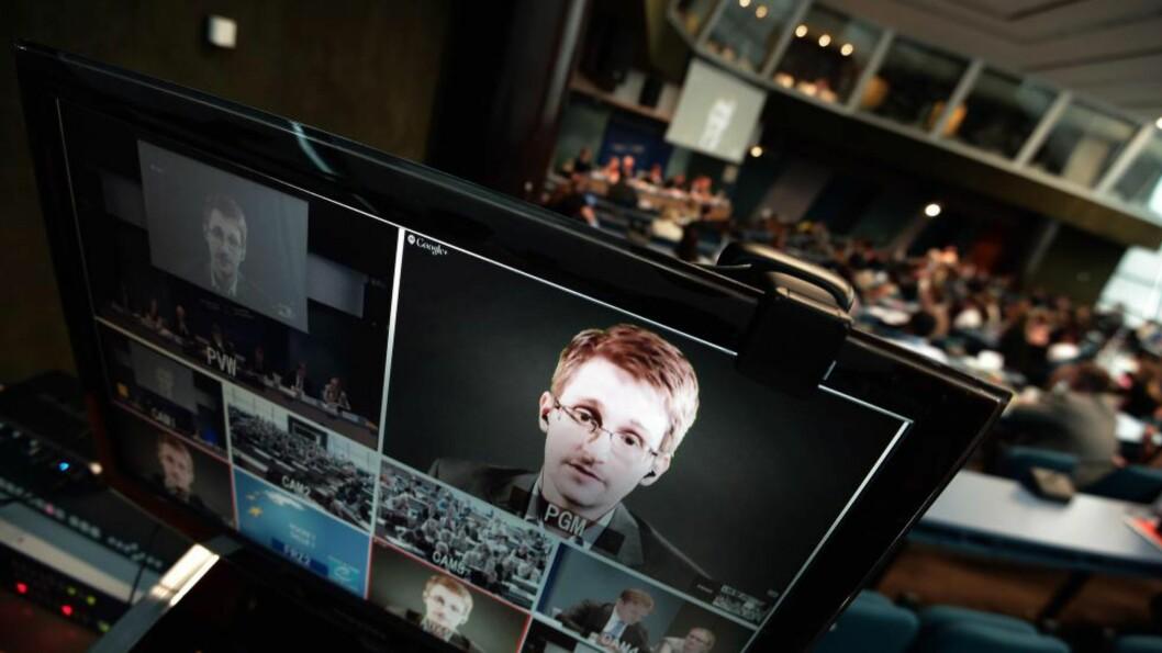 <strong>Kandidat:</strong> Fredag blir det klart hvem som får årets Nobels fredspris. Edward Snowden er én av kandiatene og her snakker han med europarådsmedlemmer via videolink i juni. Foto Frederick Florin/AFP