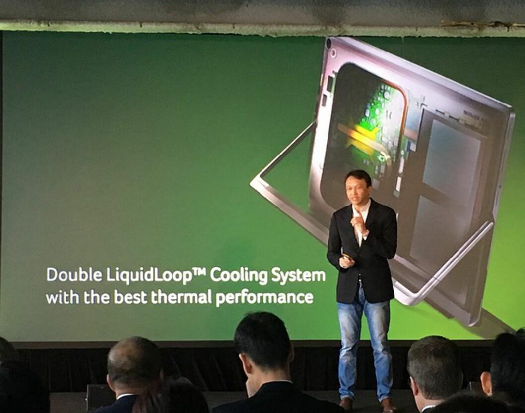<strong><B>NYVINNING</B>:</strong> Acer-sjef Jason Chen forklarer hvordan det nye kjølesystemet virker for verdenspressen. Foto: BJØRN EIRIK LOFTÅS