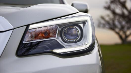 <strong><b>SMALNET:</strong></b> Frontlyktene har smalere design med C-formet LED-motiv i ytterkant. Foto: SUBARU