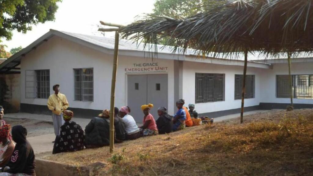 SÅ BARN DØ: Sammen med en dansk medisinstudent hadde Silje Lehne Michalsen ansvar for en liten avdeling som behandlet under- og feilernærte barn.  «Det er utfordrende og til tider trist. Som da Aminata på to år døde av alvorlig malaria», skrev hun. Foto: LOUISE WADE/WIKIMEDIA COMMENS