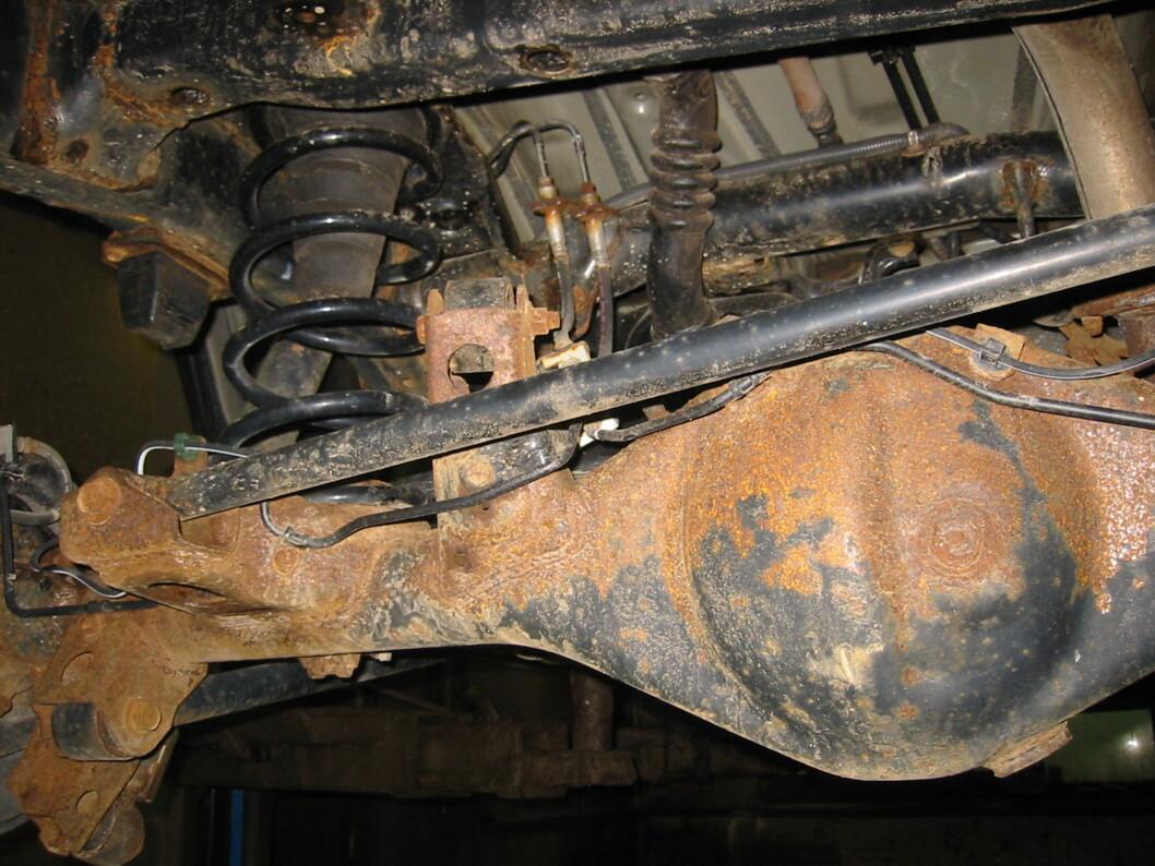 <strong><b>SJEKK EKSTRA NØYE:</strong></b> Biler bygget på ramme er ekstra utsatt for rust. De bør sjekkes grundig! Foto: PRIVAT