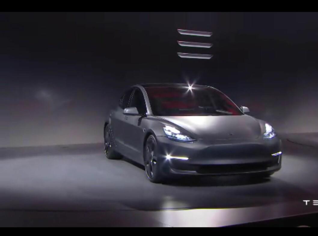 <b>HER ER DEN:</b> Nye Model 3 føyer seg inn i rekken med målet om å bli en folkebil!  Foto: SKJERMDUMP