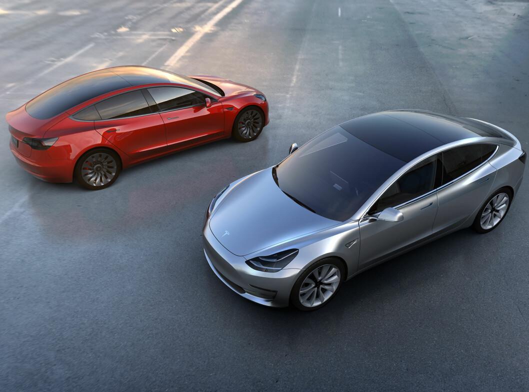 <b>HER ER DEN:</b> Nye Model 3 føyer seg inn i rekken med målet om å bli en folkebil!  Foto: TESLA
