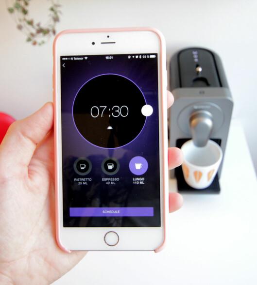 <strong><b>VÅKN OPP OG LUKT PÅ KAFFEN:</strong></b> I stedet for å sette på en vanlig alarm, kan du sette opp en kaffebasert alarm. Foto: KIRSTI ØSTVANG