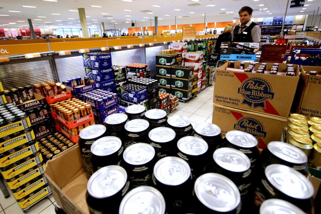 <b>KJØPE ALKOHOL, TOBAKK OG SNUS I SVERIGE?</b> Visste du at du må være 20 for å handle noe som helst på Systembolaget? Foto: OLE PETTER BAUGERØD STOKKE
