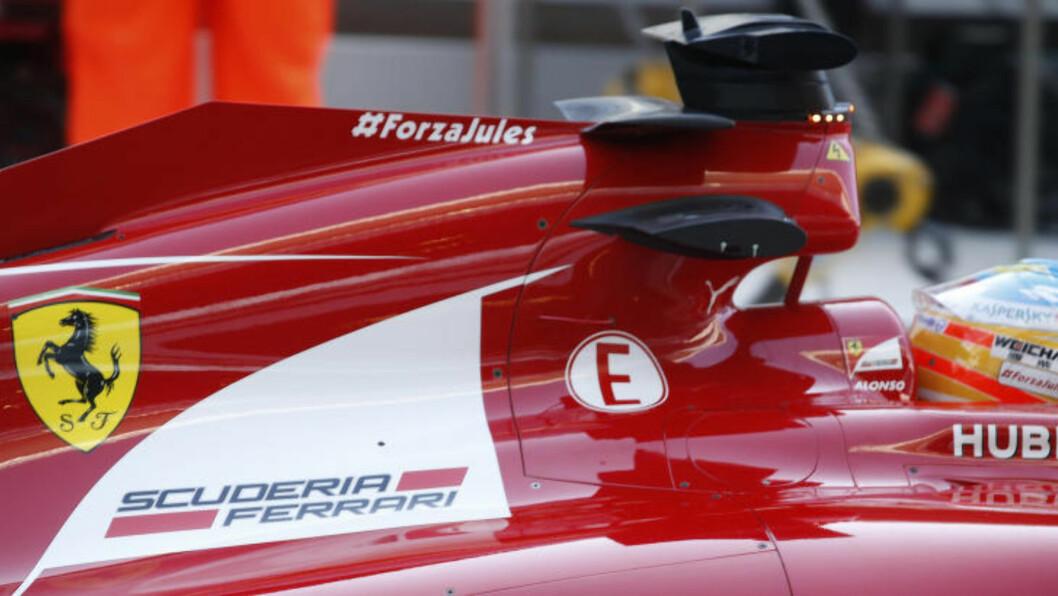 STÅ PÅ JULES. Fernando Alonso kjører med en bønn om at Jules Bianchi vinner kampen for livet. Foto: AP.
