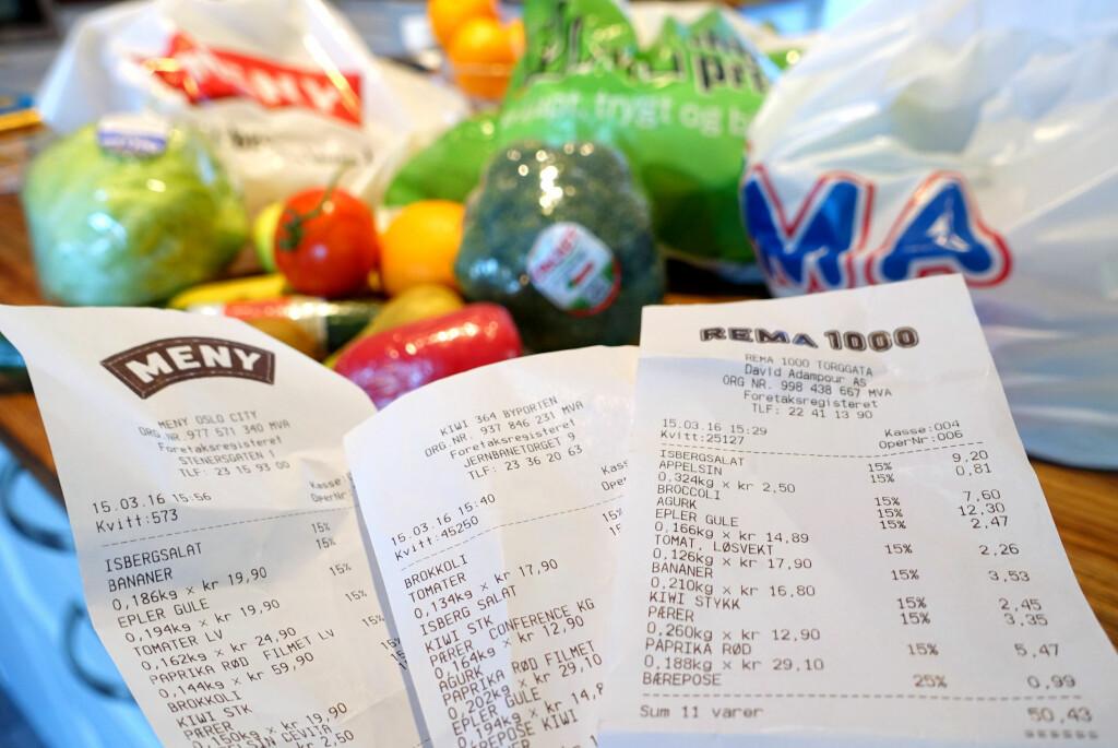 <b>BILLIGST MED BONUS?</b> Flere kjeder frister kunder med sunnhetsbonus på frukt og grønt. Men hvor får du <i>egentlig</i> aller billigst frukt og grønnsaker? Vi har sjekket prisene. Foto: KRISTIN SØRDAL