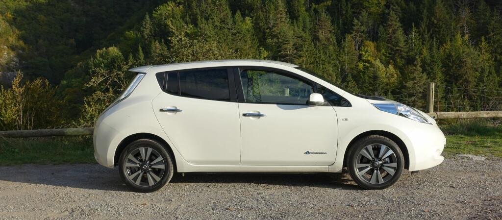 <b>TILBAKEKALLES:</b> Nissan i Nord-Amerika tilbakekaller hele 47.000 Nissan Leaf solgt mellom 2013 og 2015. Det er foreløpig uvisst om den potensielle bremsefeilen også angår biler solgt her i landet. Foto: KNUT MOBERG