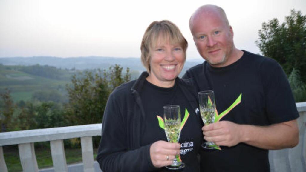 VINBØNDER: Norske Hilde Ljungstrøm og Morten Johansen har kjøpt seg vingård og produserer egen vin i Piemonte. Foto: MARTE VEIMO