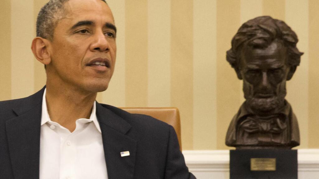 TRAPPER OPP: USAs president, Barack Obama, vil gjøre mer for å bekjempe ebola-epidemien. Foto:  AP Photo/Jacquelyn Martin