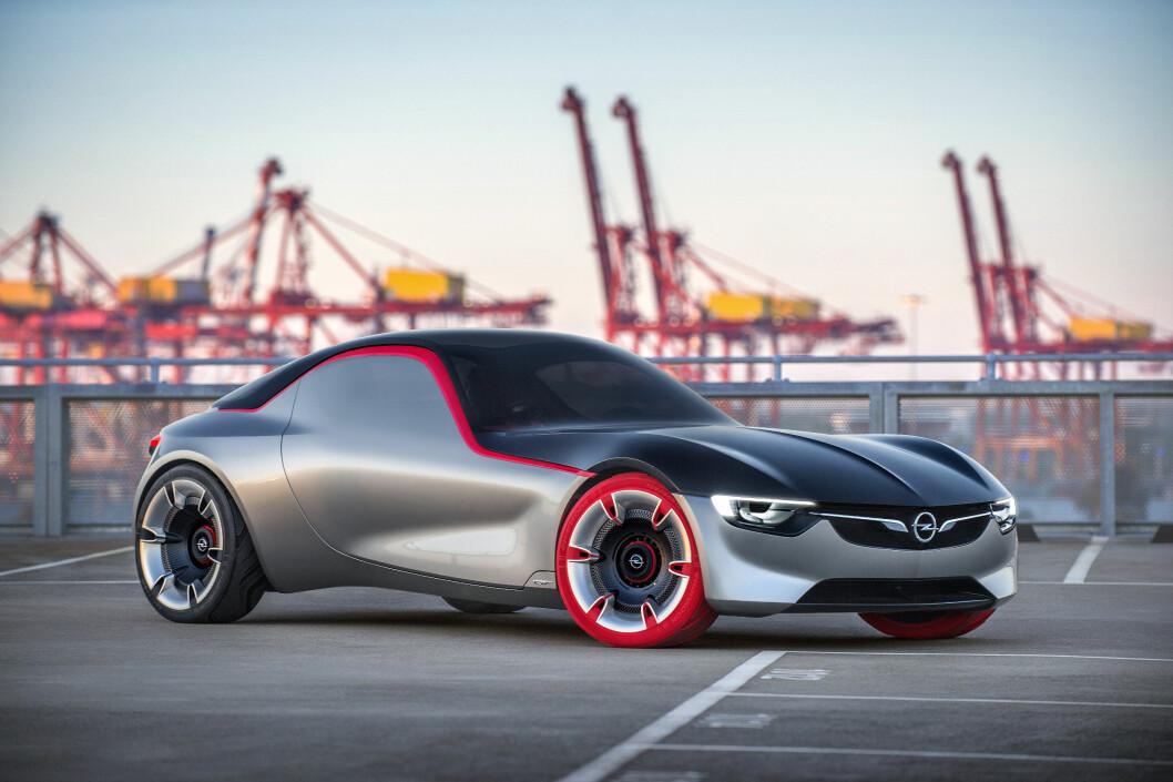 <strong><b>SKULPTUR:</strong></b> GT Concept tar Opels skulpturelle design til neste nivå, ved å være renset for alt som forstyrrer de rene formene.  Foto: OPEL