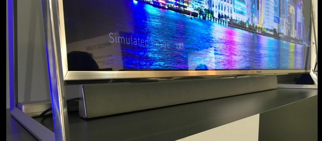 <strong><B>SEPARAT HØYTTALER</B>:</strong> TV-ene i Panasonics nye Viera DX800-serie kommer med løs lydplanke i stedet for innebygde høyttalere.  Foto: BJØRN EIRIK LOFTÅS