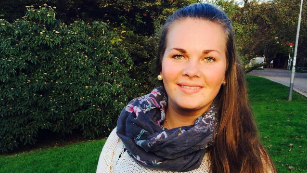 FISKEPUDDING-SJOKK:  Frida Pedersen (20) ble mildt sagt overrasket da sikkerhetskontrolløren ved Oslo Lufthavn Gardermoen nektet henne å gå om bord flyet til Praha med fiskepudding i bagasjen. Foto: Privat