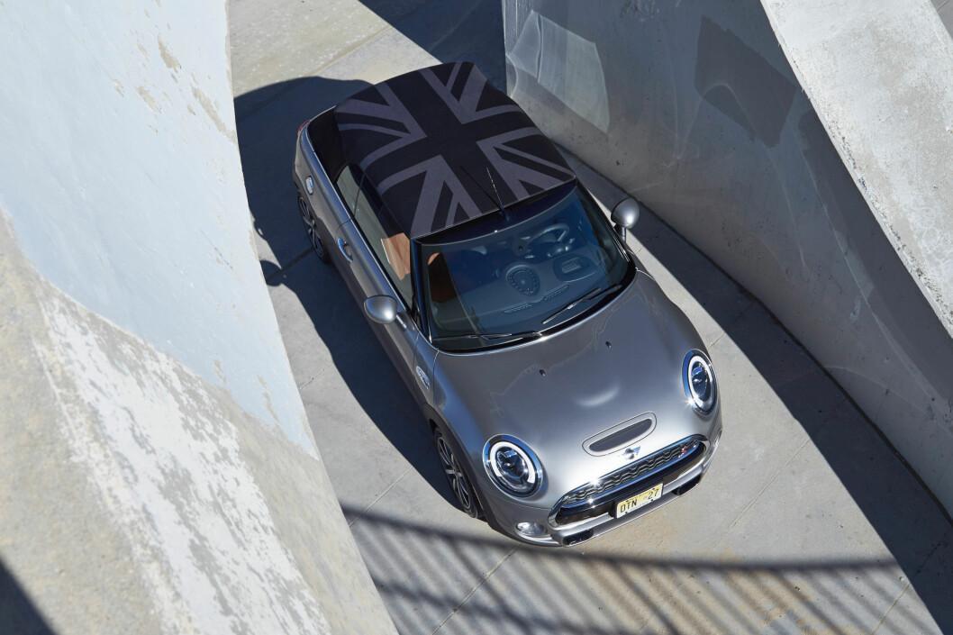 <strong><B<UNION JACK:</strong></b> Det engelske flagget er brukt som designelementer en rekke steder. Nå også på taket. Foto: MINI