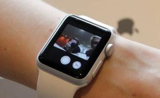 ÅRETS SMARTKLOKKE: Apple Watch er hovedansvarlig for den enorme salgsøkningen. Foto: OLE PETTER BAUGERØD STOKKE