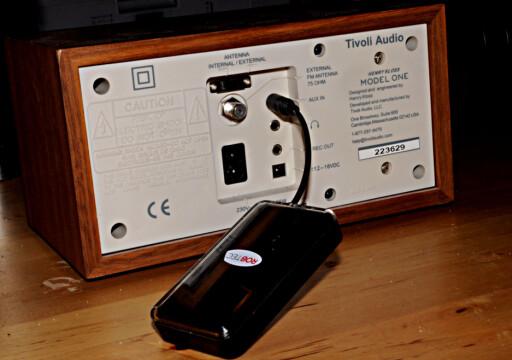 SNU RADIOEN: På baksiden finner du ofte en ekstra inngang. Her kan du for eksempel putte inn et Bluetooth-adapter. Foto: TORE NESET