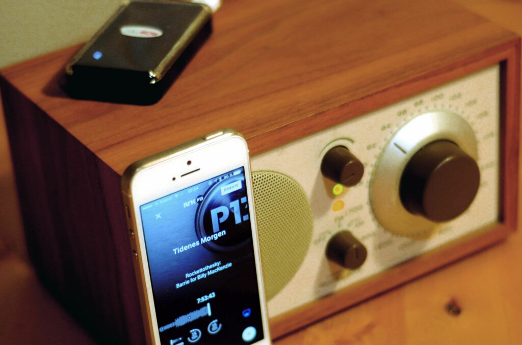 <B>FM-RADIO MED BLUETOOTH:</B> Du trenger ikke ny DAB+-radio når den gode, gamle FM-radioen plutselig blir stille. Bluetooth og nettradio redder deg. Foto: TORE NESET