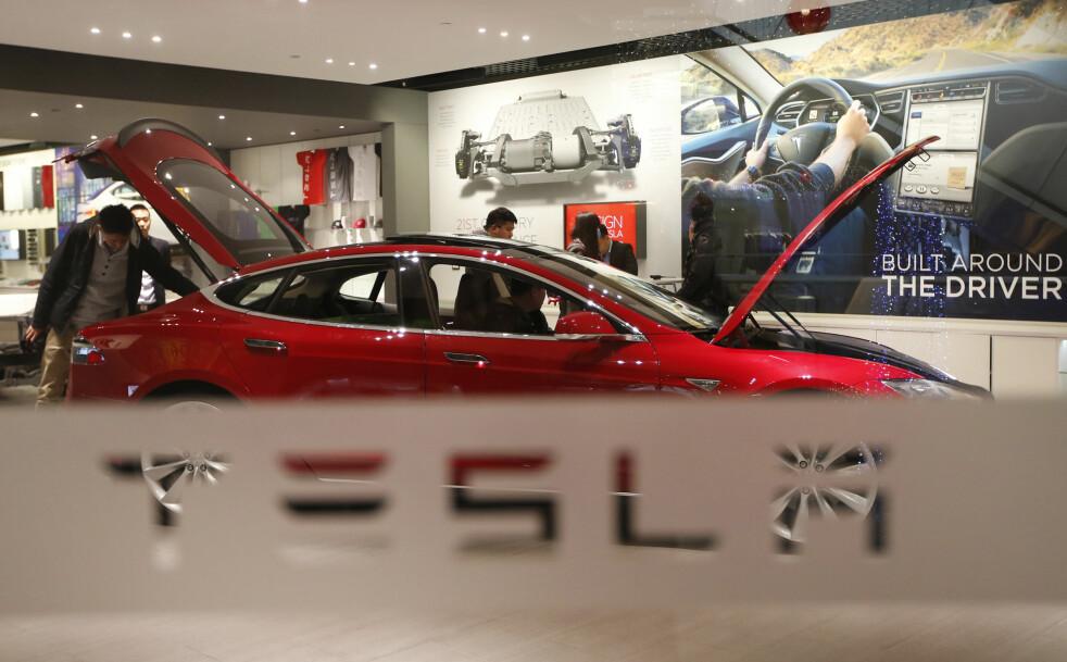 <strong>NÆRMER SEG AUTOPILOTEN:</strong> Tesla er i front i kampen om å få selvkjørende biler på norske og internasjonale veier. Foto: Tesla-China