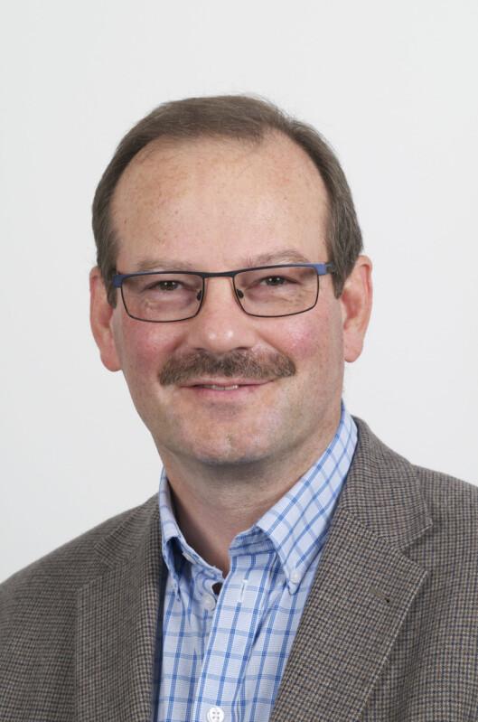 Knut Inge Fostervold har sett mye på hvordan forskjellige kontorløsninger kan påvirke ansatte. Foto: LASSE MOER/UNIVERSITETET I OSLO