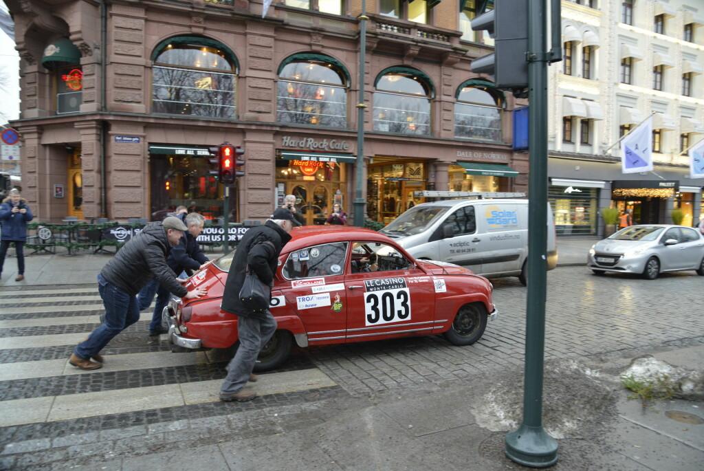 TUNG START: Tom Fjeldstad har fått startnummer 303, samme startnummer som legendariske Erik Carlsson «på taket» hadde da han vant med samme type bil i 1962.  Foto: JAMIESON POTHECARY
