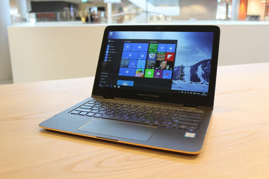 <B>LEKKERBISKEN</B>: HP Spectre X360 har kommet i oppgradert utgave. Den er fortsatt blant de lekreste og beste hybrid-PC-ene vi har testet, men vi savner en USB-C-port. Foto: BJØRN EIRIK LOFTÅS
