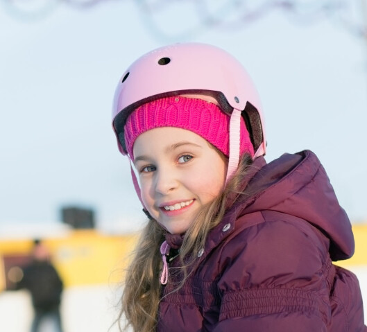 <b>PASS PÅ AT DEN SITTER GODT!</b> En dårlig isolert hjelm kan brukes også om vinteren, og du kan da bruke en lue eller buff under - men pass på at den sitter godt! Foto: PAVEL L PHOTO AND VIDEO/SHUTTERSTOCK/NTB SCANPIX