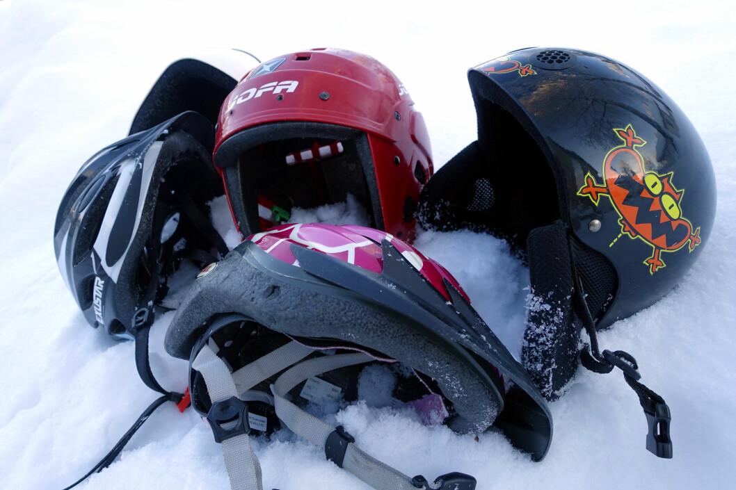 <b>EN HJELM TIL HVERT BRUK?</b> Det kan bli mange hjelmer om du skal ha en til hvert bruk. Det trenger du heller ikke. Men pass på hvilken du bruker til hva! Foto: KRISTIN SØRDAL