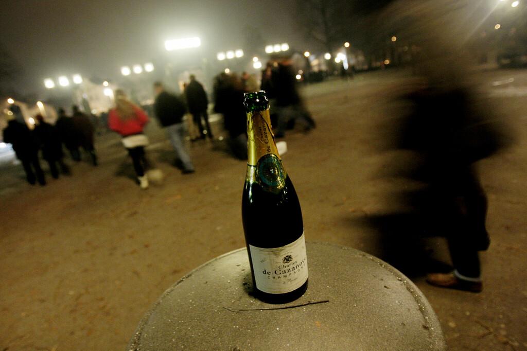 <b>IKKE VENT: </B>Skal du ha champagne på nyttårsaften, må du handle i god tid før nyttårsaften; polet vil holde stengt også i år. Foto: STIAN LYSBERG SOLUM / NTB SCANPIX