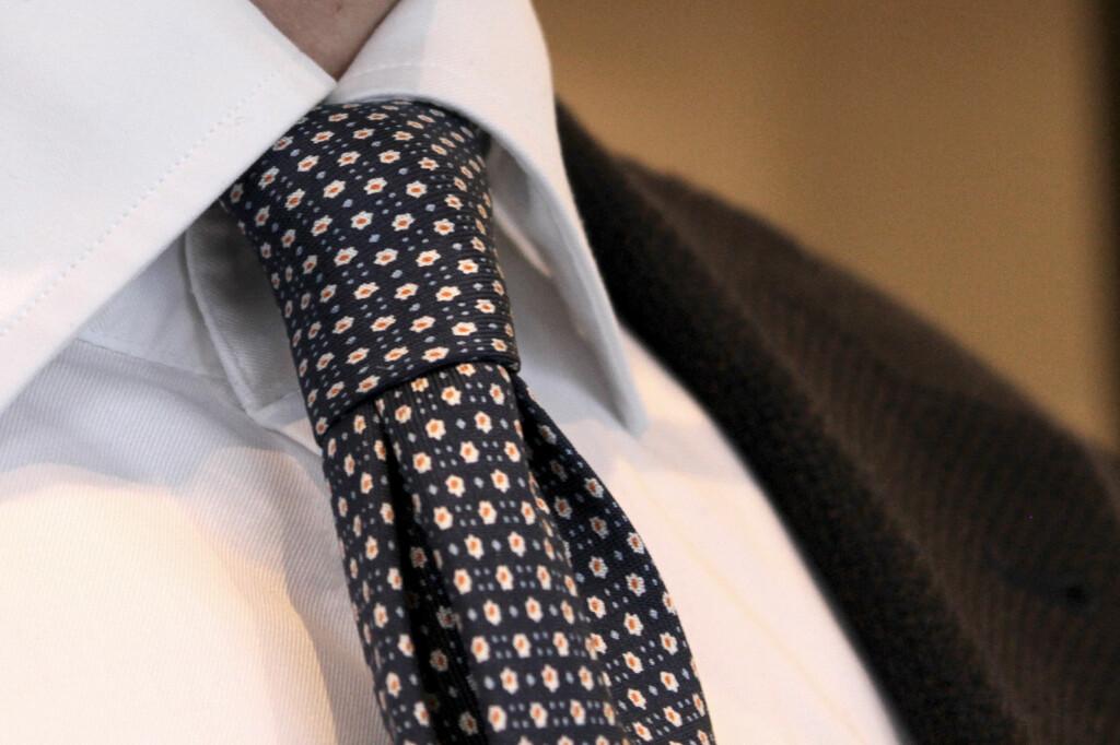 TYKKE SLIPS:  Denne knuten passer til tykkere slips.  Foto: OLE PETTER BAUGERØD STOKKE